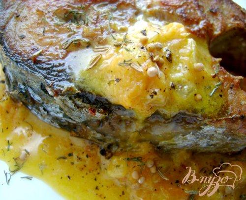 Ароматный оливковый тунец с морковным соусом