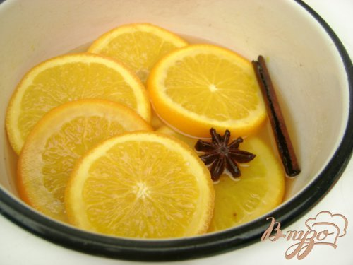 Апельсиновые дольки в сиропе с шоколадными снежинками:)))