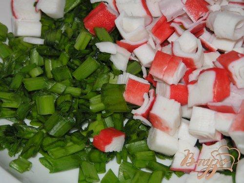 Пирожки с зеленым луком и крабовыми палочками