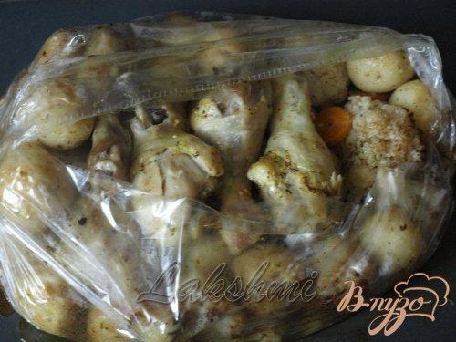 Курица с молодым картофелем и цветной капустой запечённые в рукаве