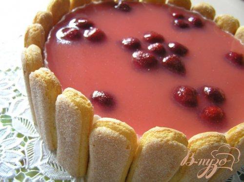 Торт Клубнично-шафрановые облака