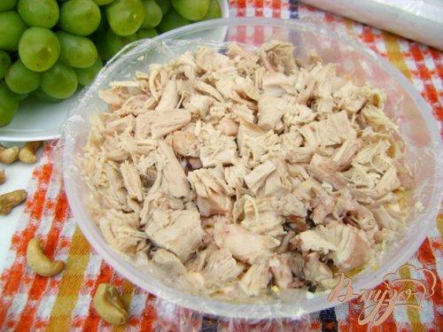 Салат-перевёртыш с куриным филе, виноградом и сладким перцем:)