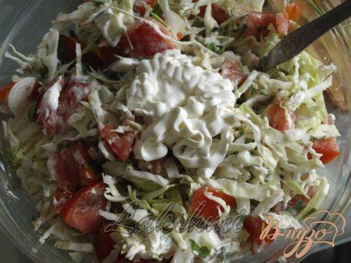 Салат из летних овощей со сметаной