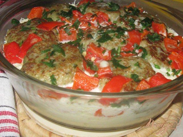 Фото приготовление рецепта: Овощная запеканка с рыбными котлетами шаг №10