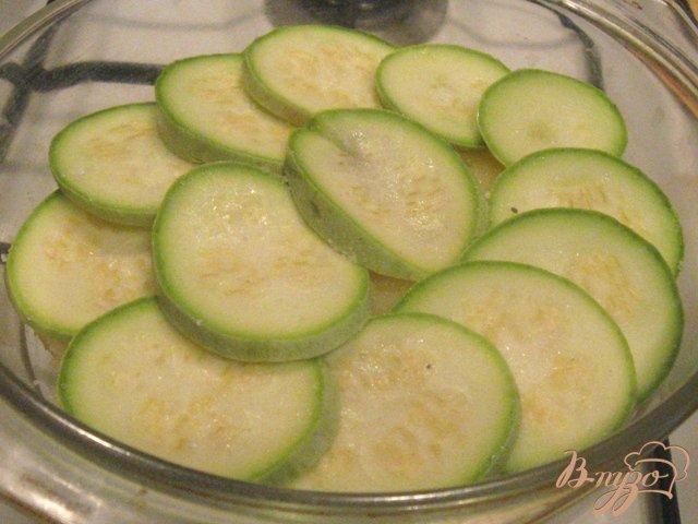 Фото приготовление рецепта: Овощная запеканка с рыбными котлетами шаг №5