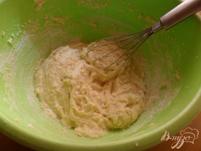 Фото приготовление рецепта: Кексы со сливами шаг №2