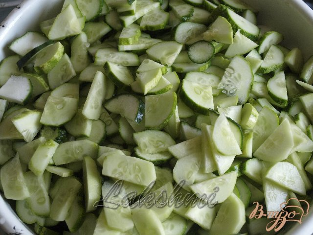 Фото приготовление рецепта: Салат из огурцов на зиму шаг №1