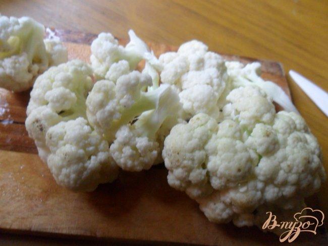 Фото приготовление рецепта: Сырный суп с цветной капустой шаг №2