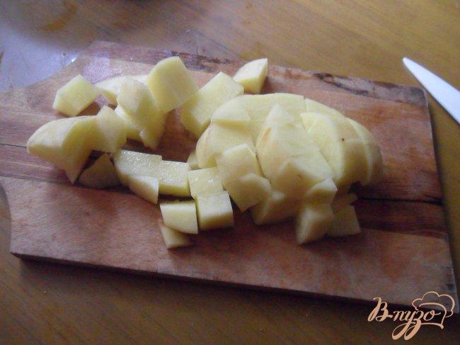 Фото приготовление рецепта: Сырный суп с цветной капустой шаг №1