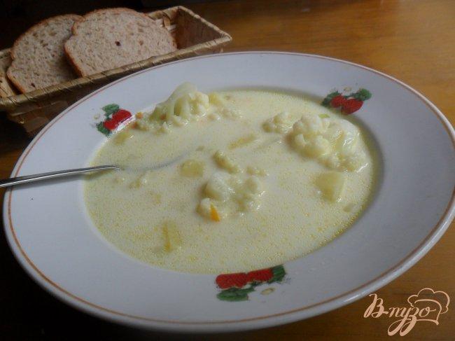 Фото приготовление рецепта: Сырный суп с цветной капустой шаг №5