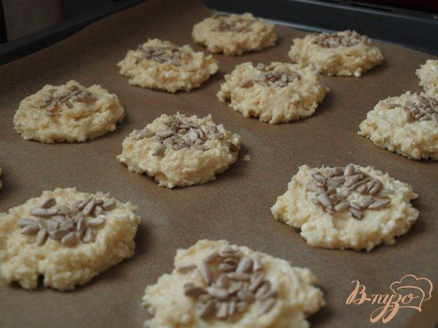 Фото приготовление рецепта: Творожное печенье с семечками шаг №3