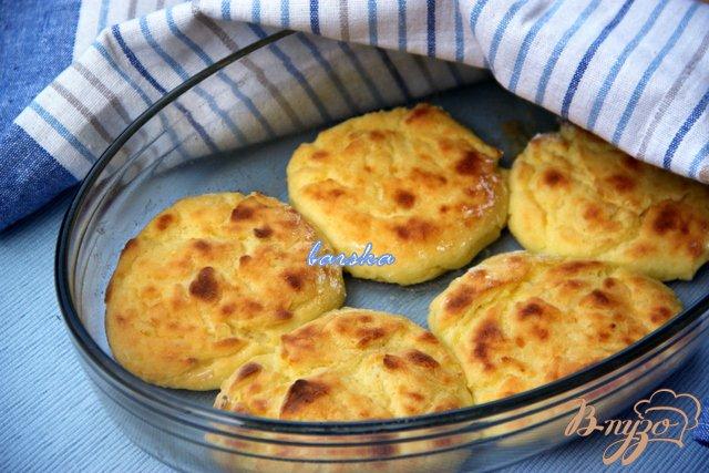 Фото приготовление рецепта: Запечёные картофельно-творожные котлеты шаг №6