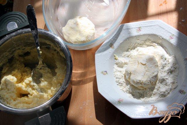 Фото приготовление рецепта: Запечёные картофельно-творожные котлеты шаг №3