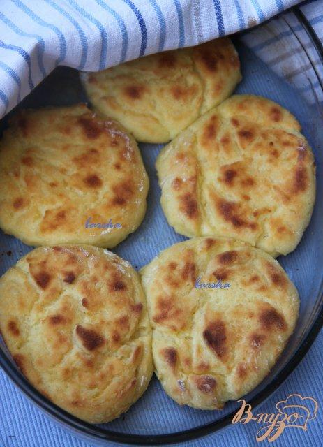 Фото приготовление рецепта: Запечёные картофельно-творожные котлеты шаг №5