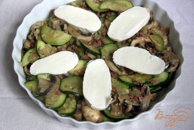 Фото приготовление рецепта: Запеканка из цукини с шампиньонами,  под моцареллой шаг №3