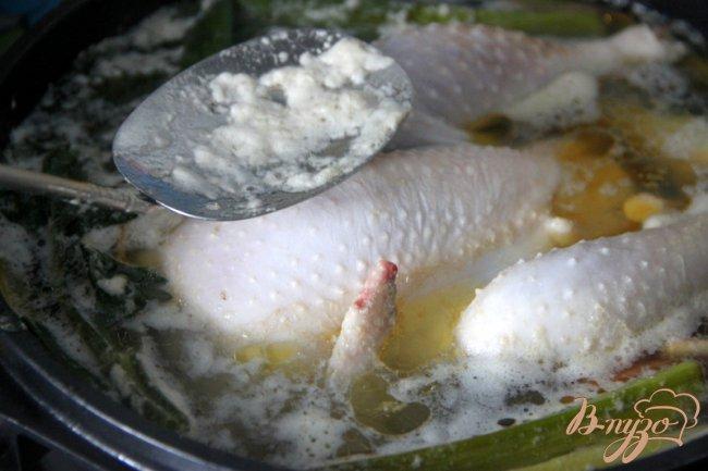Фото приготовление рецепта: Бульон из петушка или из частей курицы ? Два варианта разных кухонь. шаг №2