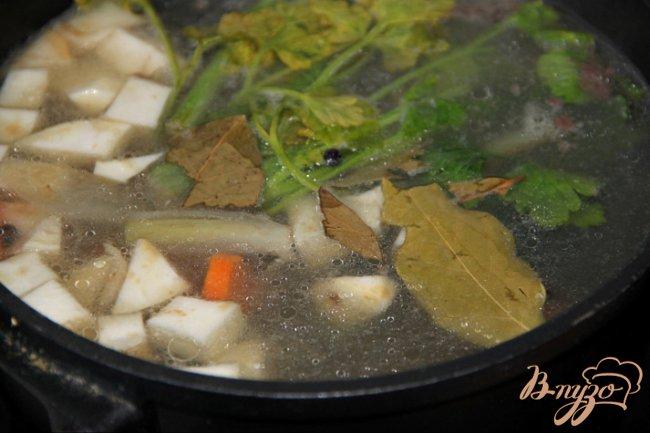 Фото приготовление рецепта: Бульон из петушка или из частей курицы ? Два варианта разных кухонь. шаг №5