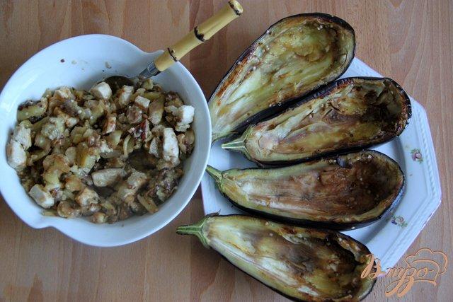 Фото приготовление рецепта: Баклажаны с курино-ореховой  начинкой шаг №7