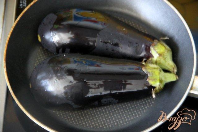Фото приготовление рецепта: Баклажаны с курино-ореховой  начинкой шаг №4