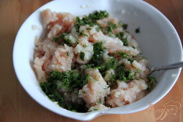 Фото приготовление рецепта: Оладушки с грибами и курицей шаг №3