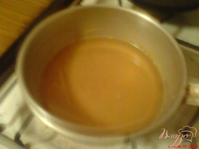 Фото приготовление рецепта: Манник с сиропом и грецкими орехами шаг №5