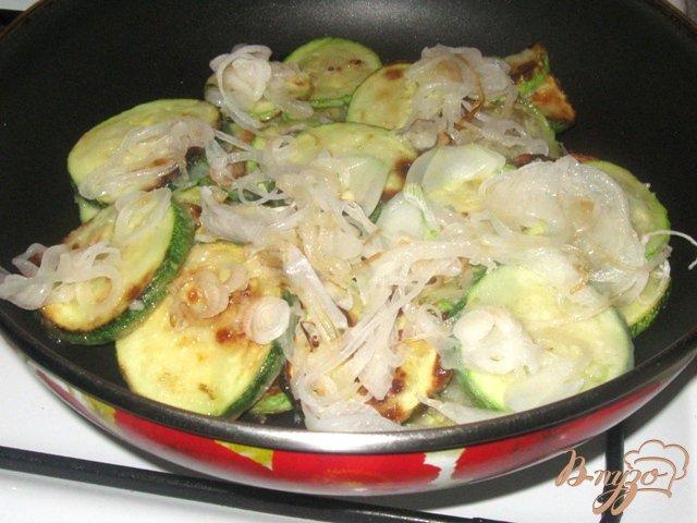 Фото приготовление рецепта: Кабачки в сметане шаг №4