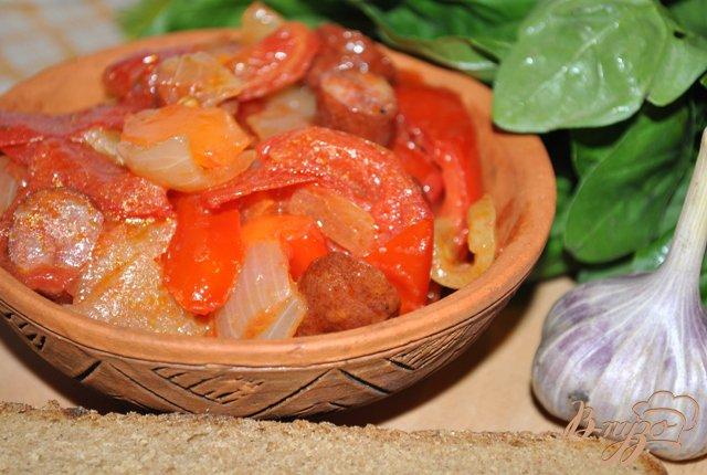 Фото приготовление рецепта: Лечо с колбасками по-венгерски шаг №4