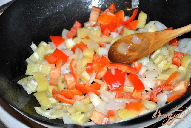 Фото приготовление рецепта: Лечо с колбасками по-венгерски шаг №2