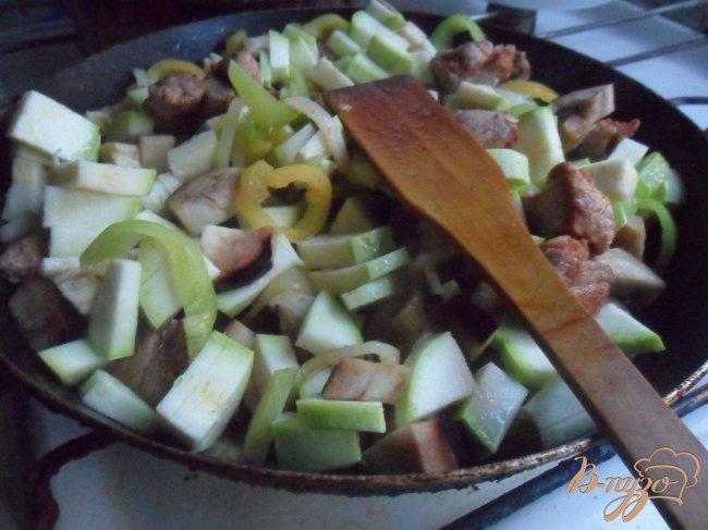 Фото приготовление рецепта: Овощное рагу со свининой шаг №5