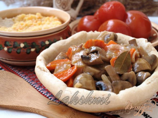 Рецепт Грибной гуляш в хлебных мисочках