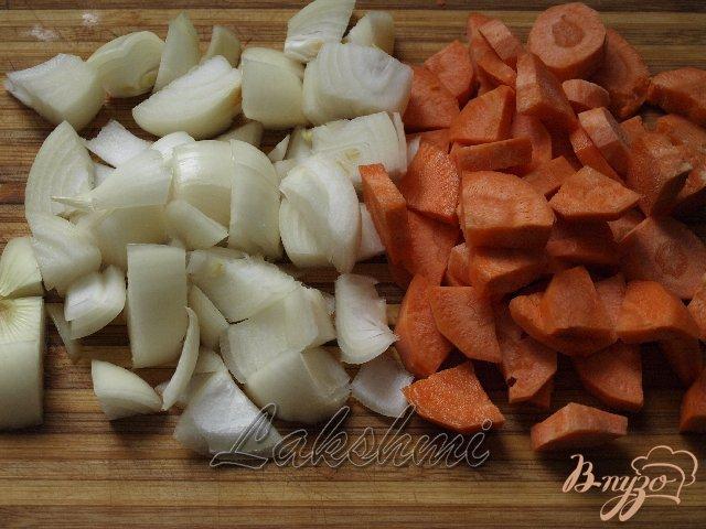 Фото приготовление рецепта: Грибной гуляш в хлебных мисочках шаг №1