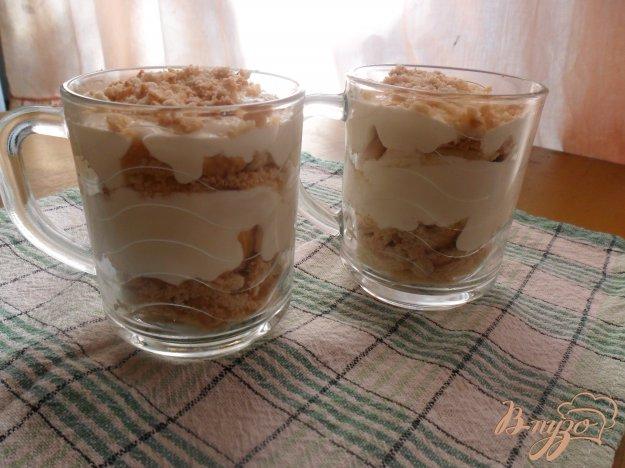 фото рецепта: Сметанный десерт с бабанами и печеньем