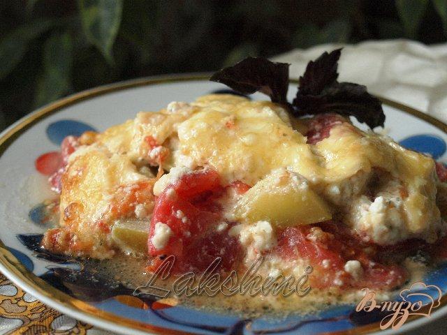 Фото приготовление рецепта: Помидоры с кабачками в сырной заливке шаг №7