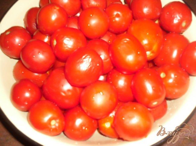 Фото приготовление рецепта: Маринованные помидоры с капустой шаг №1