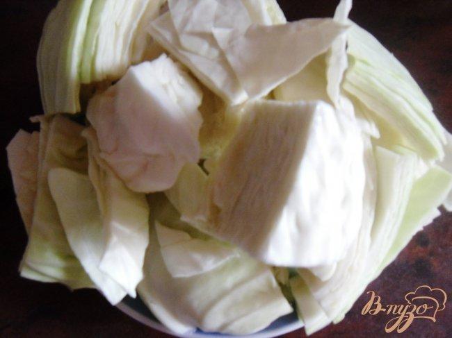 Фото приготовление рецепта: Маринованные помидоры с капустой шаг №3