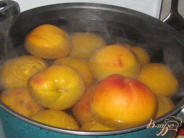 Фото приготовление рецепта: Персики консервированные шаг №2