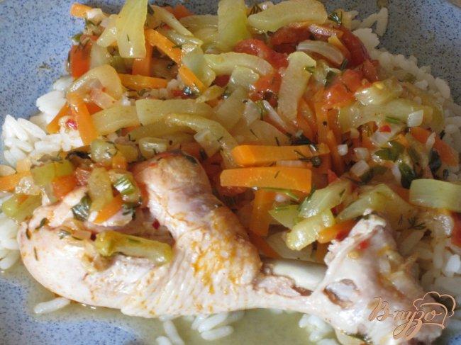 Фото приготовление рецепта: Куриные ножки в овощном соусе. шаг №6
