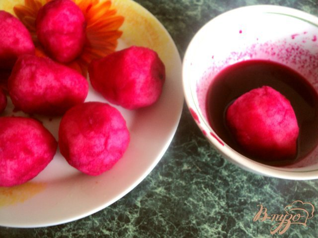 Фото приготовление рецепта: Закуска с сельдью «Клубничка» шаг №4