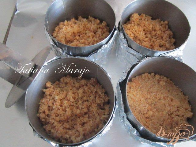 Фото приготовление рецепта: Творожники с персиками.. шаг №6