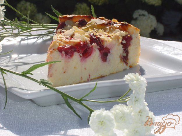 Рецепт Вишнево-творожный пирог с миндалем