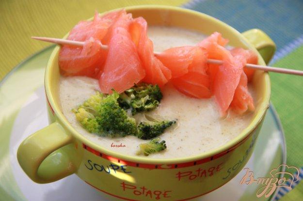 фото рецепта: Крем-суп из картофеля и брокколи с сёмгой