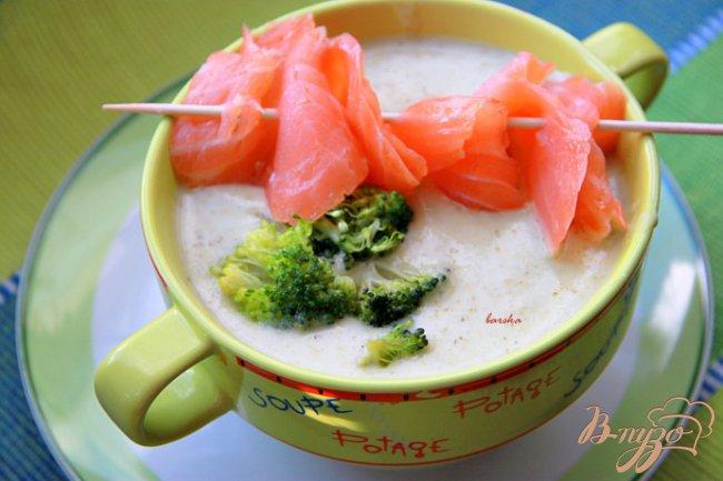 Фото приготовление рецепта: Крем-суп из картофеля и брокколи с сёмгой шаг №6