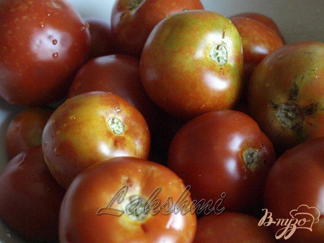 Фото приготовление рецепта: Помидоры в морковной ботве шаг №1