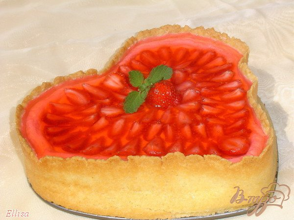 фото рецепта: Клубничный торт со сметанным суфле