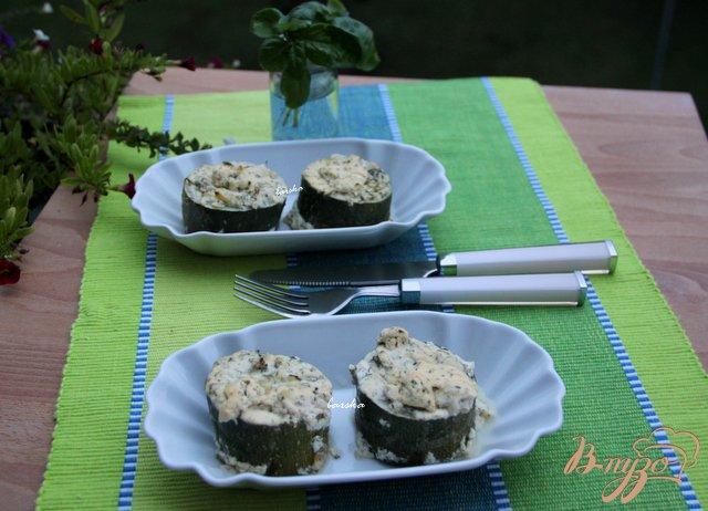 Фото приготовление рецепта: Цукини, фаршированные творогом шаг №5