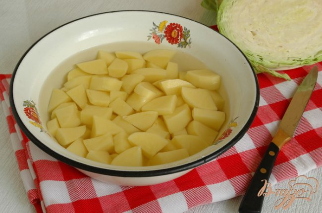 Фото приготовление рецепта: Борщ постный с фасолью шаг №4