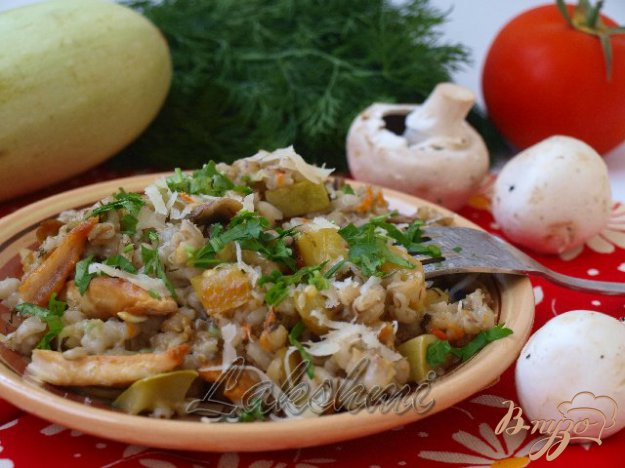 фото рецепта: Орзотто с грибами, кабачками и курицей по-домашнему