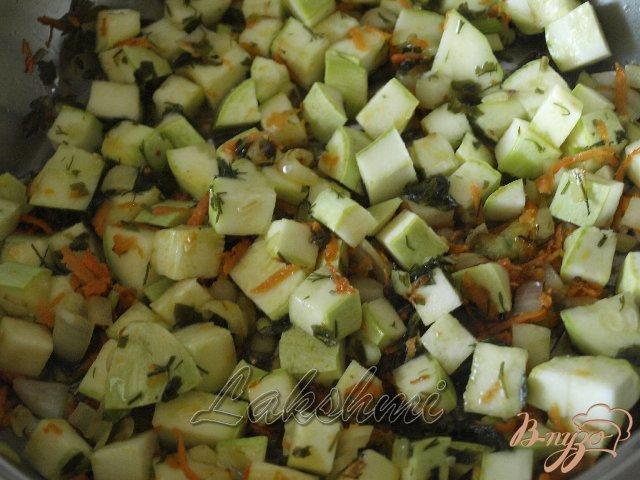 Фото приготовление рецепта: Орзотто с грибами, кабачками и курицей по-домашнему шаг №2