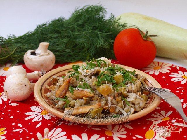 Фото приготовление рецепта: Орзотто с грибами, кабачками и курицей по-домашнему шаг №5