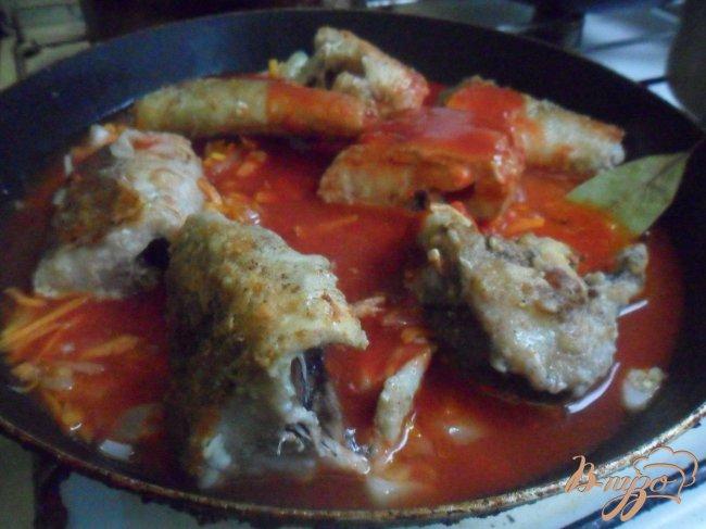 Фото приготовление рецепта: Рыба в томатном соусе по - моему шаг №5